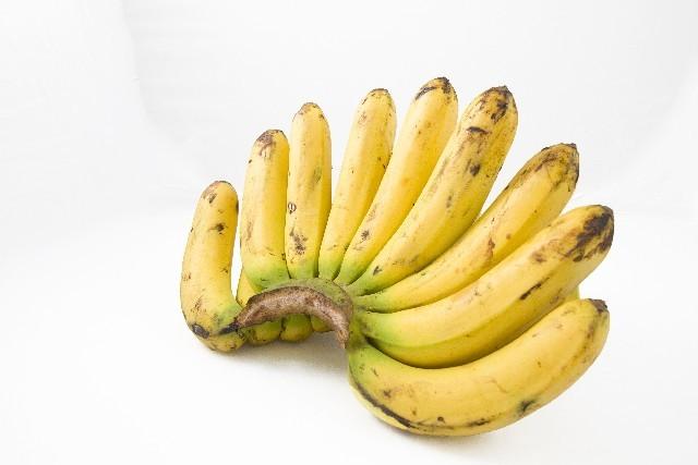 バナナで固めるレアチーズケーキ