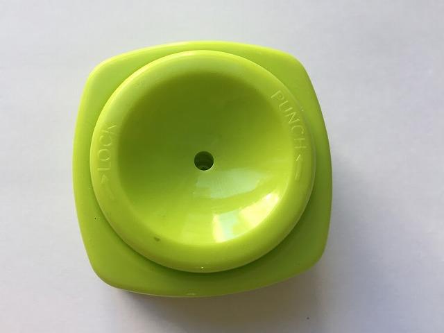 卵穴あけ器